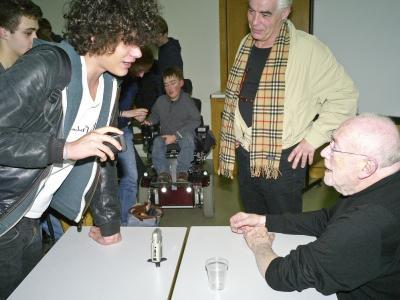 Elèves du lycée Lavoisier sollicitant Sam Braun (mars 2011)