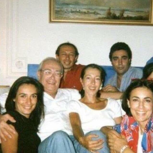 Sam entouré de sa femme et ses enfants