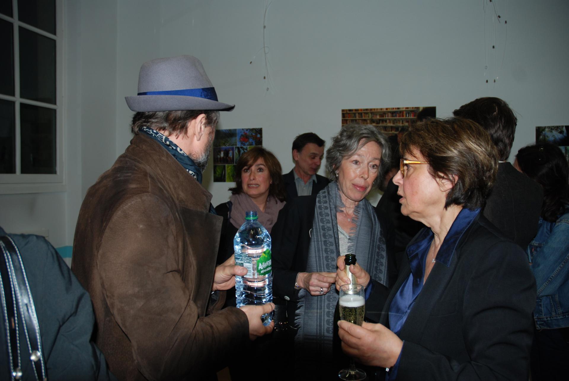 Béatrice, Françoise et Malka Braun en compagnie d'Alexandre Brasseur