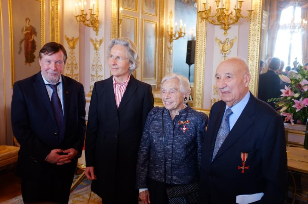 Liliane et Raphaël ESRAIL lors de la remise de décoration à l'ambassade d'Allemagne